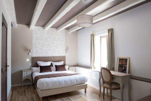 Coussins, plaids, rideaux, sommiers, têtes de lit - La Grange Aux Loups