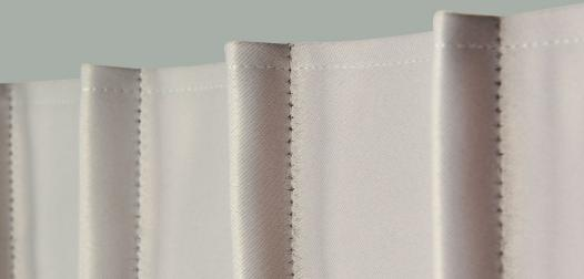Zoom rideaux tête à plis simples cousus
