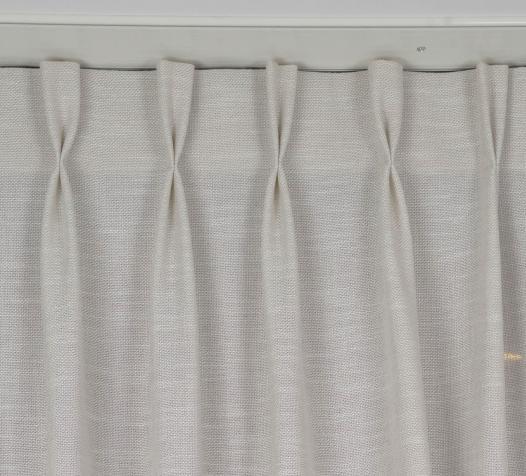 Zoom sur voilage effet filet, finition tête tapissière double - Denantes
